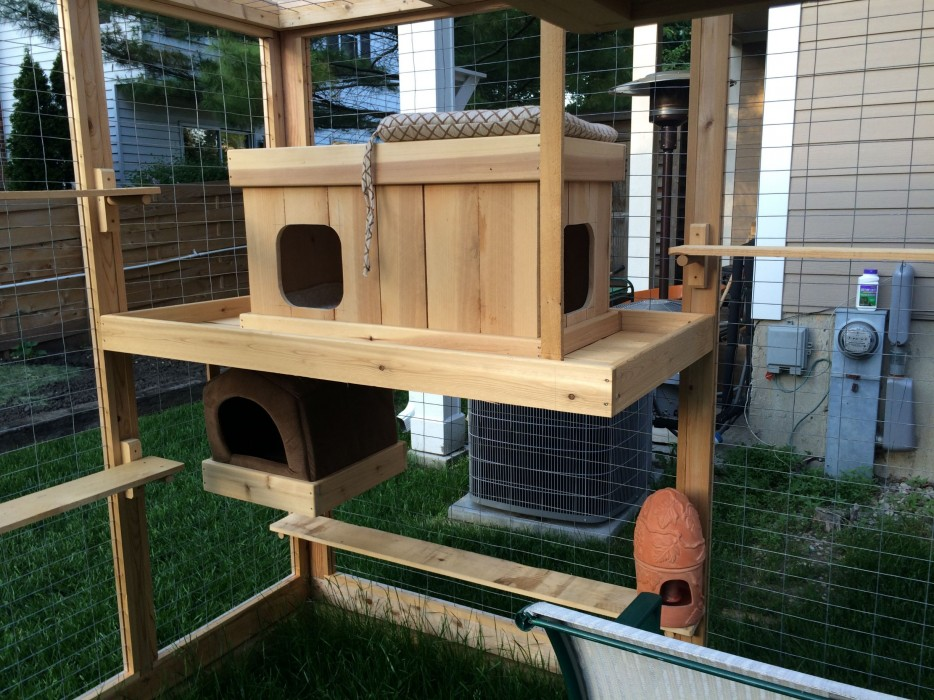 Homemade Outdoor Cat House Iz Every Cat S Dream