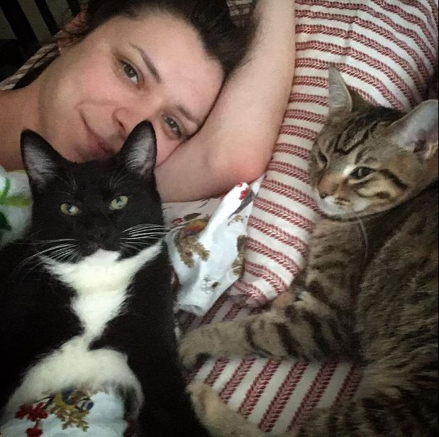 weston and ellinore snuggling with mom