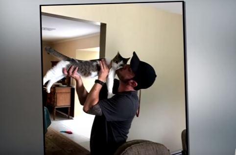 mac and joel kissing